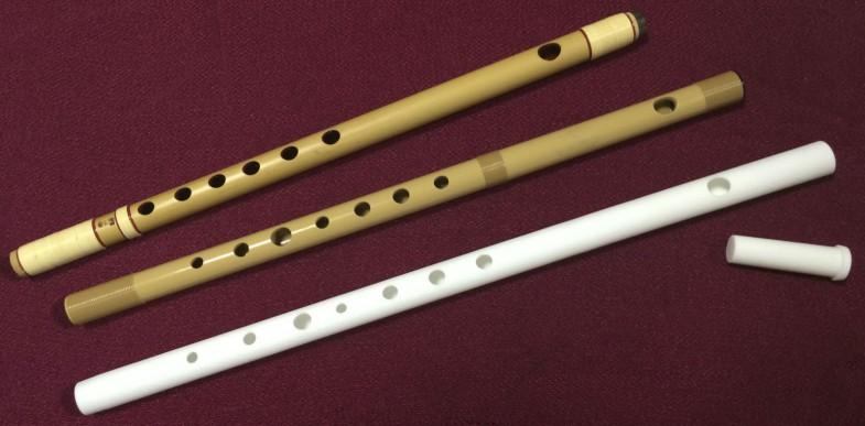 これまで見たことのないビジュアル。真っ白な篠笛です。