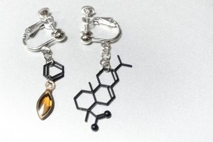 琥珀の分子のアクセサリーを作ってみた