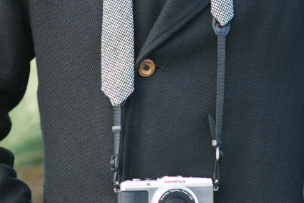 カメラストラップとネクタイが合体!